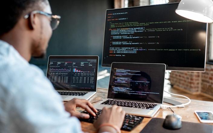 Phát triển một phần mềm ứng dụng thông qua các công ty lập trình